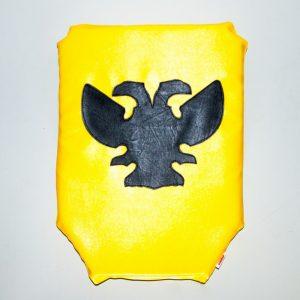 щит желтый рубило